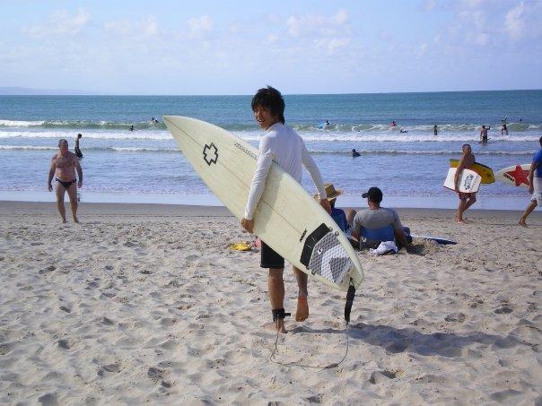 短期留学中でサーフィンデビュー。