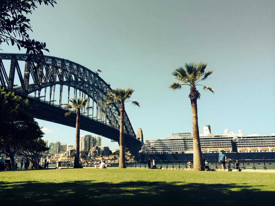 仕事が終わるとここでリラックスをしていた、シドニーのシンボルの一つハーバーブリッジ。