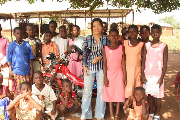 環境教育を行っていたエシアイエム小中学校の校庭にて。