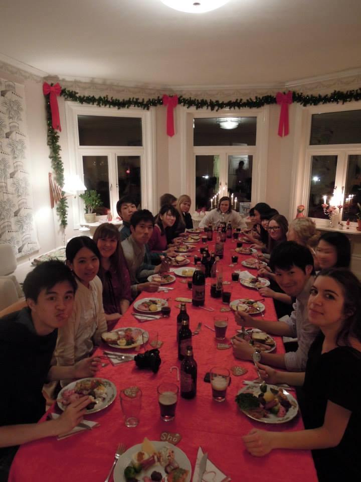 クリスマスパーティー中の様子
