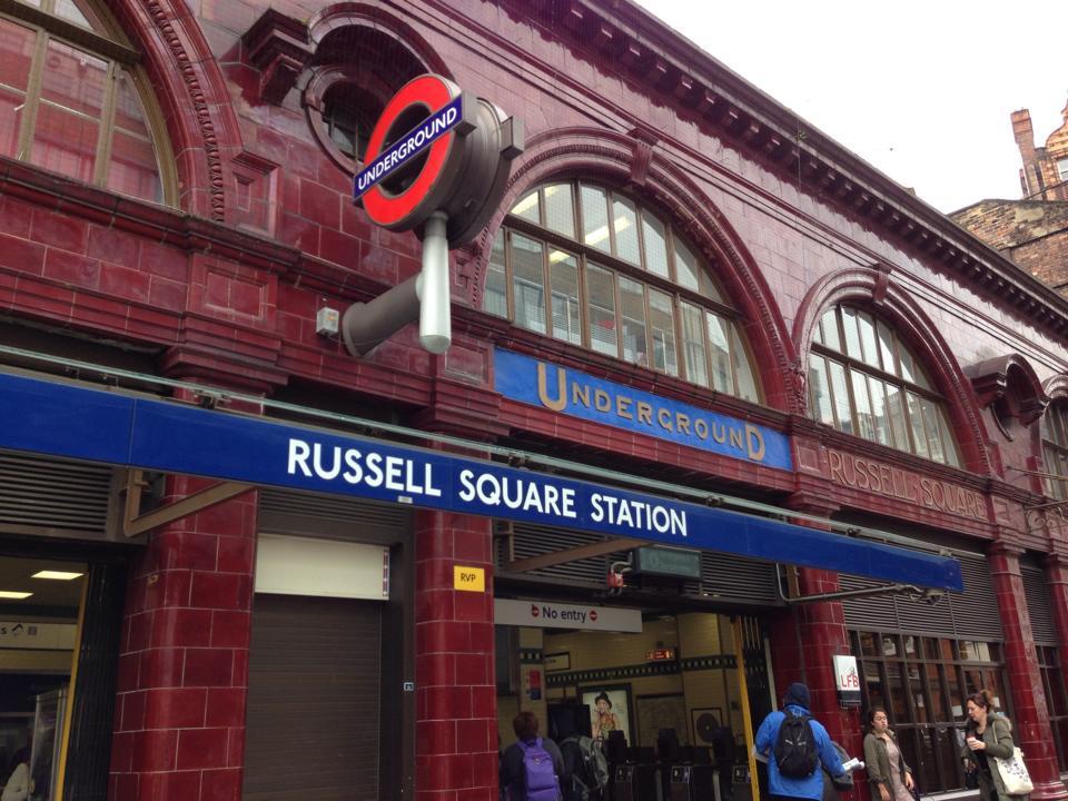 ロンドンのラッセルスクエア駅