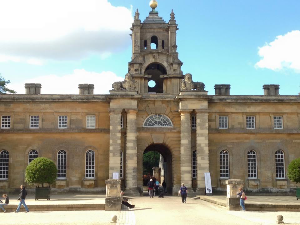 ロンドンからバスで2時間ほどで行けるオックスフォード大学に行った時の写真