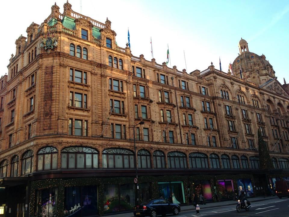 ロンドンのナイツブリッジになる巨大デパート、ハロッズ