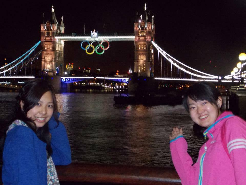 ロンドンオリンピック中のタワーブリッジにて。