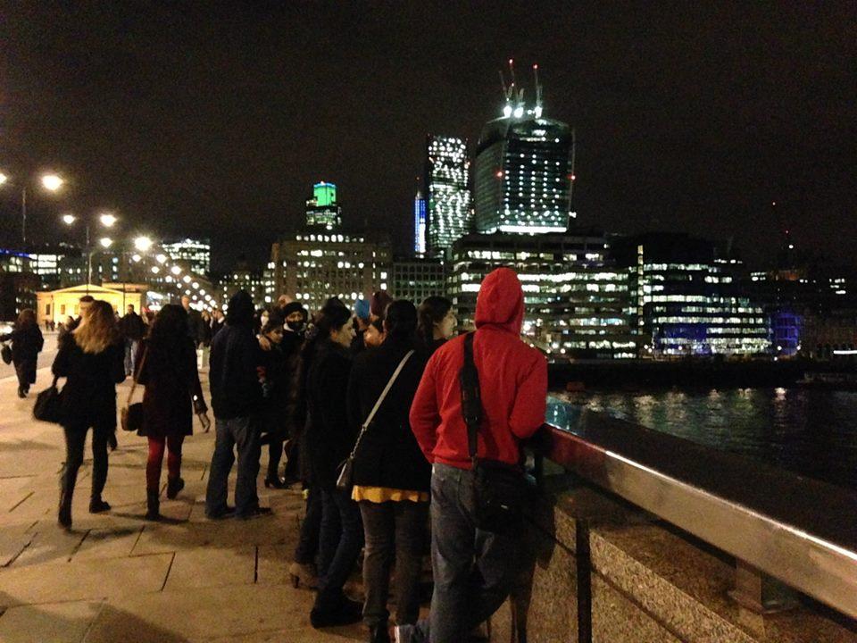 ロンドンブリッジ。冬のロンドンは夜の16時頃には暗くなる。