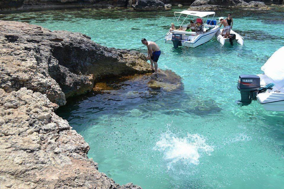 休日に行ったマルタの観光地コミノ島