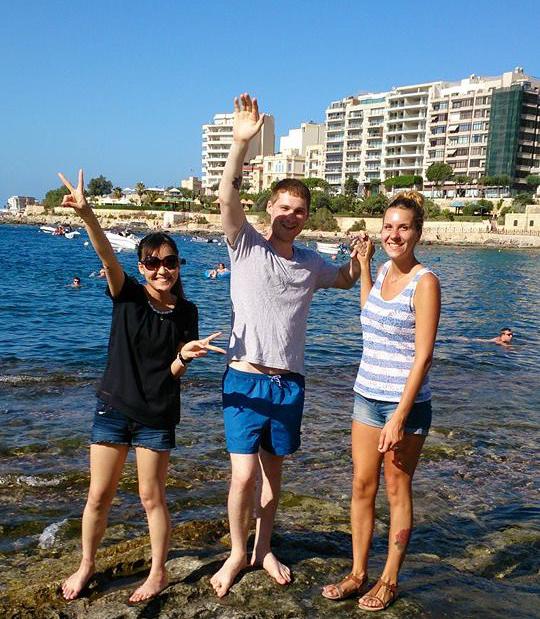 マルタの海で友人たちと