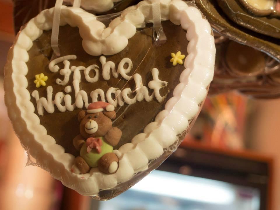 クリスマスマーケットで見つけたお菓子の装飾。