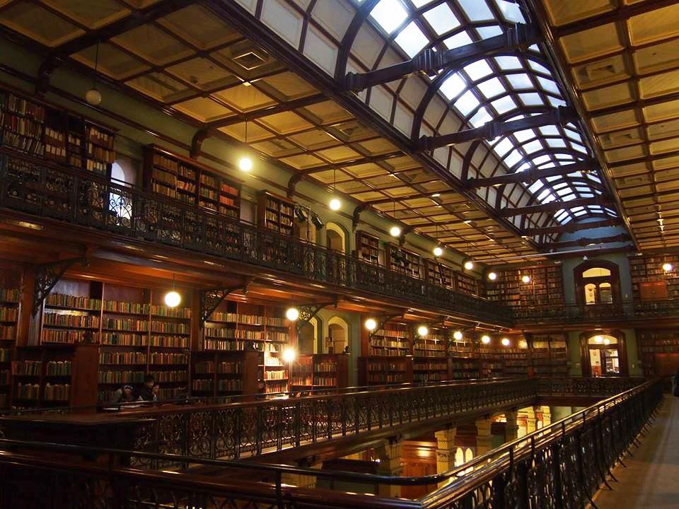 アデレードの図書館の中。