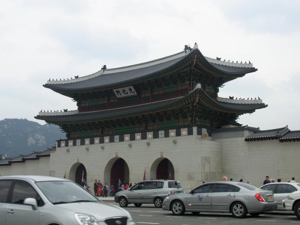 ソウルの歴史的建造物「キョンボックン」の手前の門。