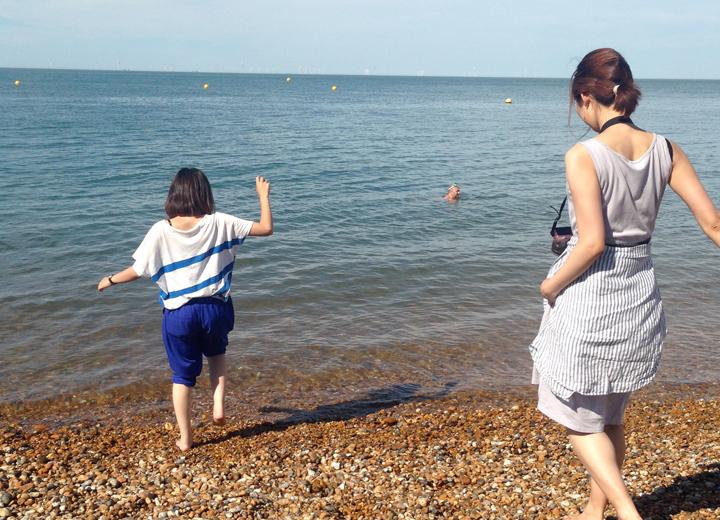 イギリスの海にて。