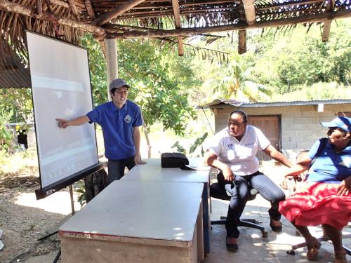 パナマでの講習中の写真