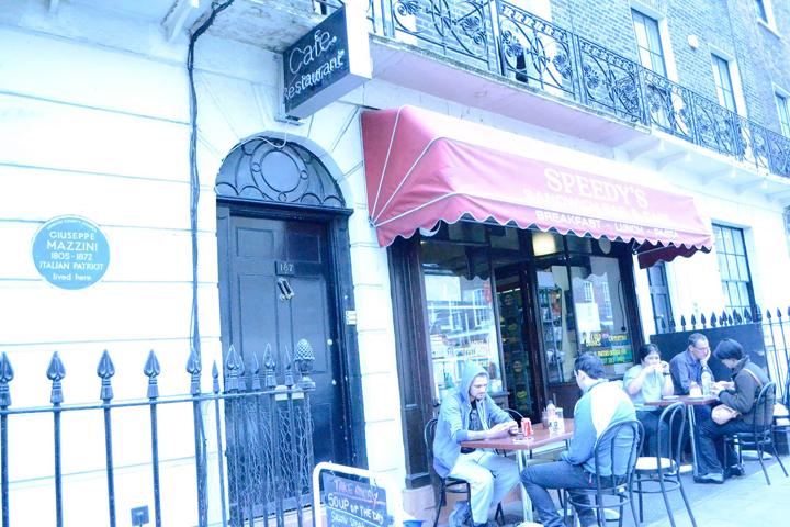 シャーロック・ホームズの撮影地。主人公のホームズと助手のワトソンが住んでいた2人が住んでる221Bのアパート