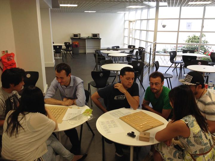 ロンドンの学校のイベントで将棋教室を開かせてもらった時の様子。