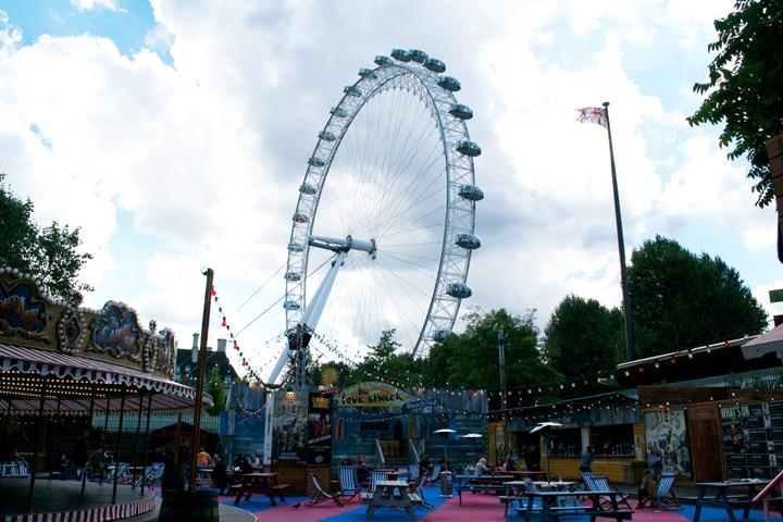 ロンドン中心部にある大観覧車ロンドンアイ