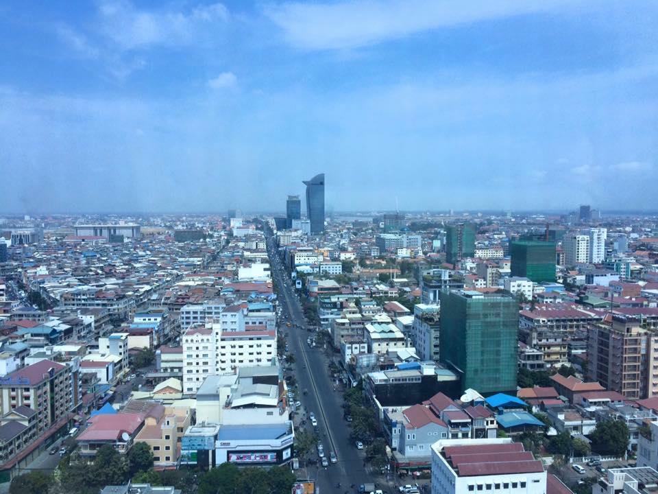 プノンペンタワーから見たカンボジアの首都プノンペンの街。シェムリアップとは随分雰囲気が違う。