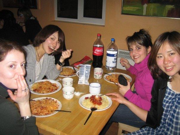 友人たちと食事中