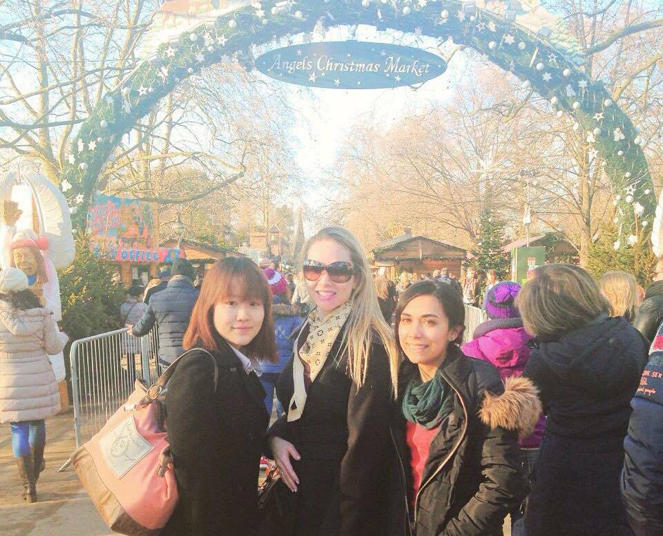 学校の友人たちとクリスマスマーケケットに行った時。
