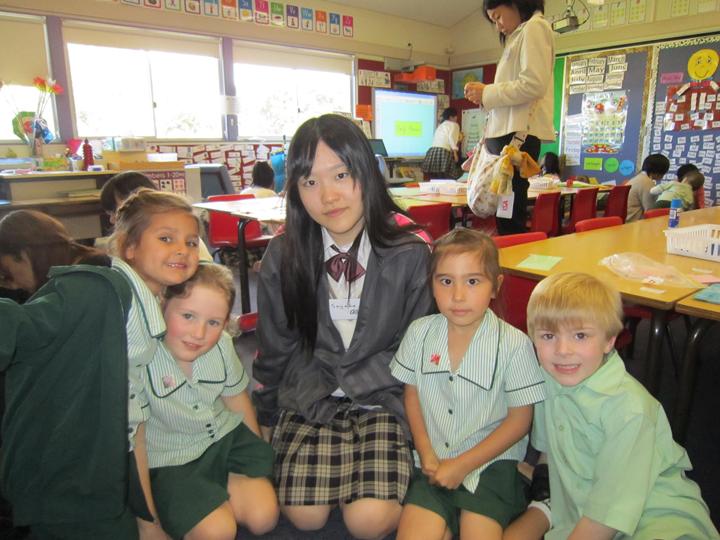 オーストラリア研修中に現地の小学校にて