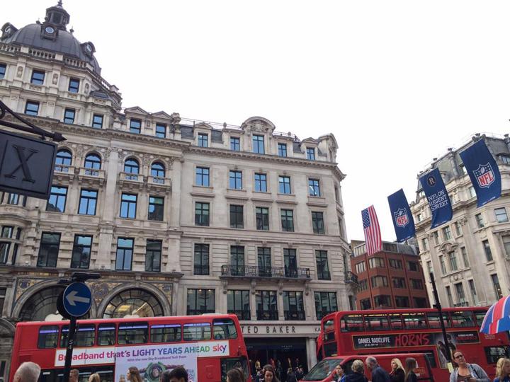 ロンドン中心部、ピカデリーサーカスの風景