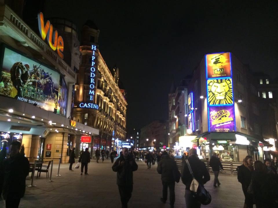ミュージカル劇場などで有名な中心地「ラッセルスクエア」