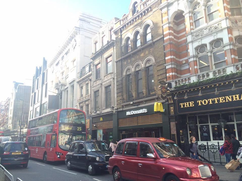 ロンドンのショッピングストリート「トッテナムコートロード」