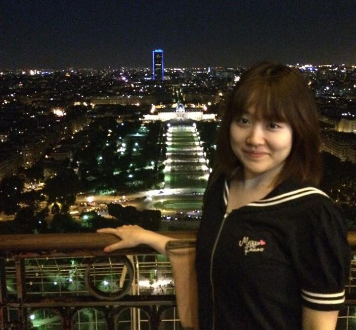 夜のパリにて。